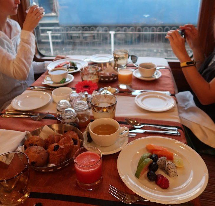 Comida no Comboio Deccan Odyssey - Índia © Viaje Comigo