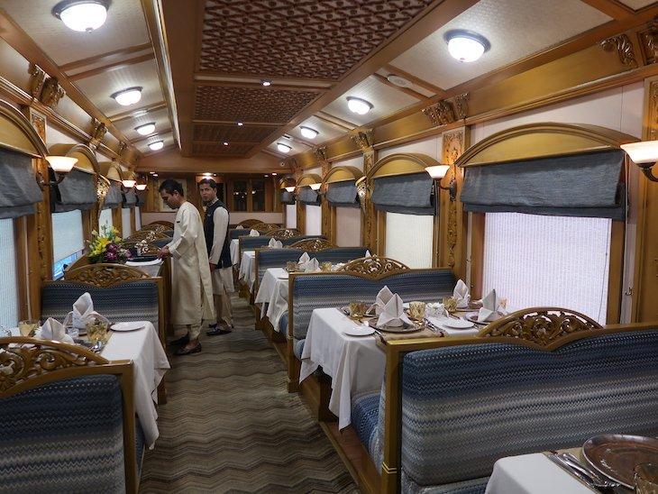 Restaurante no comboio Deccan Odyssey - Índia © Viaje Comigo
