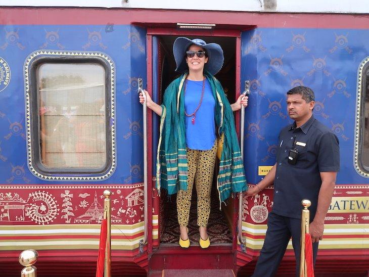 Susana Ribeiro a bordo do comboio de luxo Deccan Odyssey, na Índia © Viaje Comigo