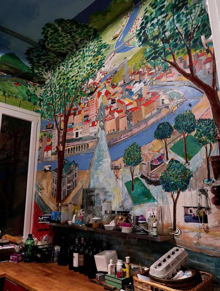 Mural na cozinha da Galeria de arte e restaurante - Epelde & Mardaras Arte Galeria - Bilbau © Viaje Comigo