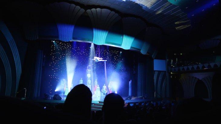 Espetáculo no MSC Magnifica © Viaje Comigo