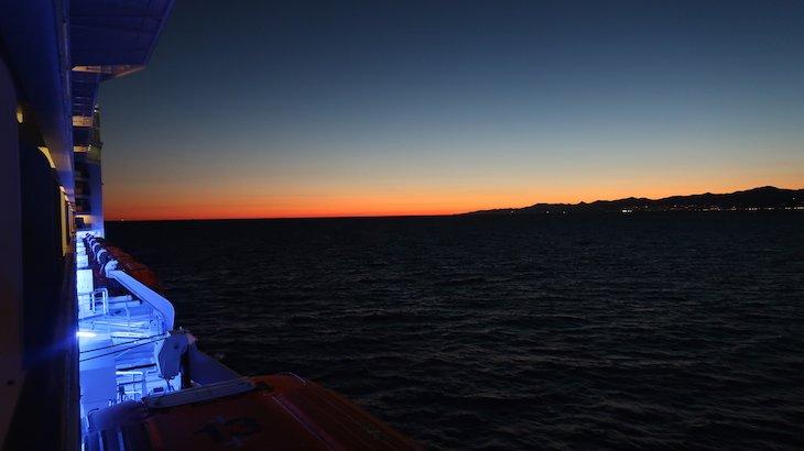 Pôr do sol - MSC Magnifica © Viaje Comigo