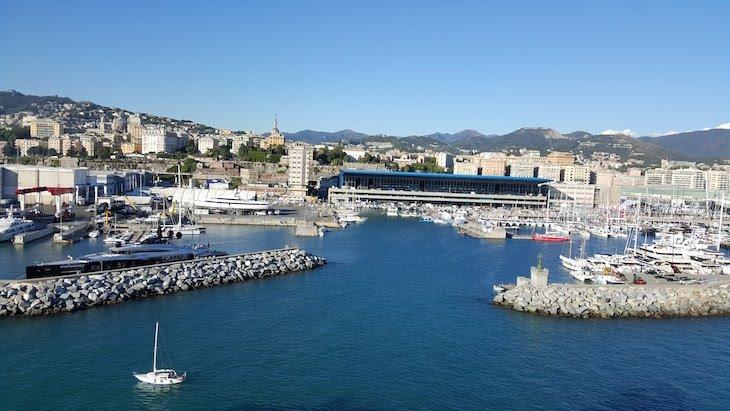Saída do porto de Génova - Itália © Viaje Comigo