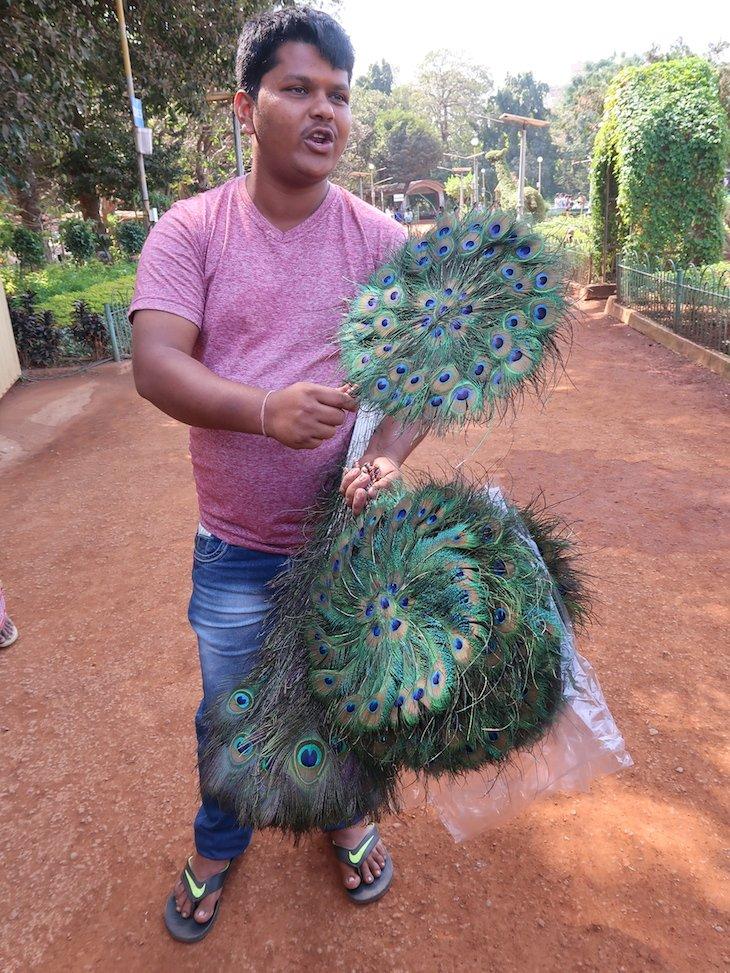Rudi nos Hanging Gardens - Bombaim - India © Viaje Comigo