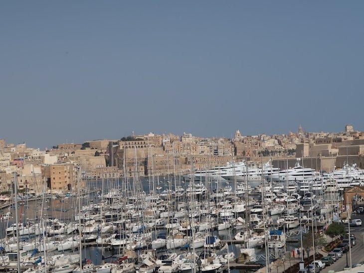 Barcos na marina de Birgu, Città Vittoriosa, Malta © Viaje Comigo