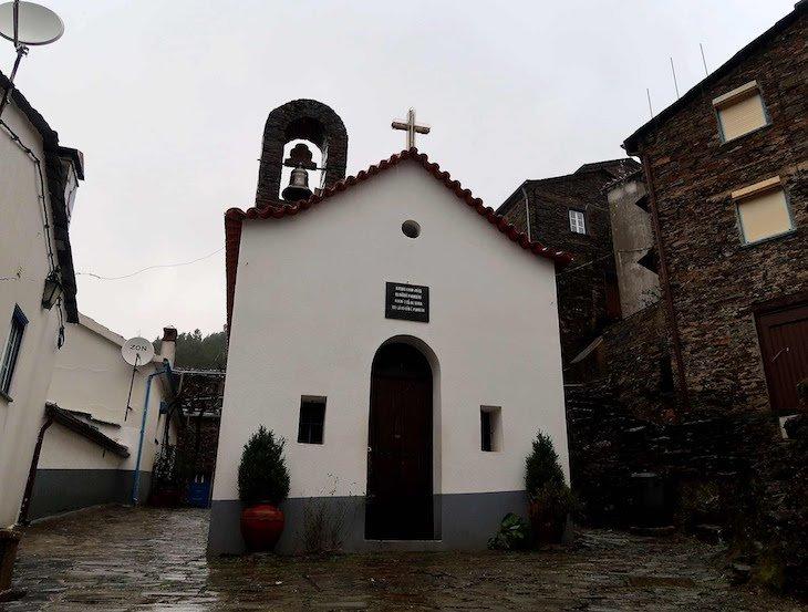 Capela S. Pedro, Piódão - Portugal © Viaje Comigo