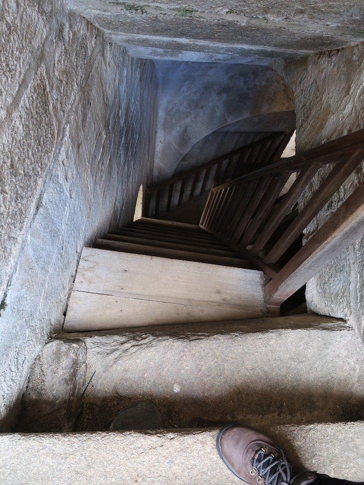 Escadas de madeira da Torre de Menagem - Castelo de Sabugal - Portugal © Viaje Comigo