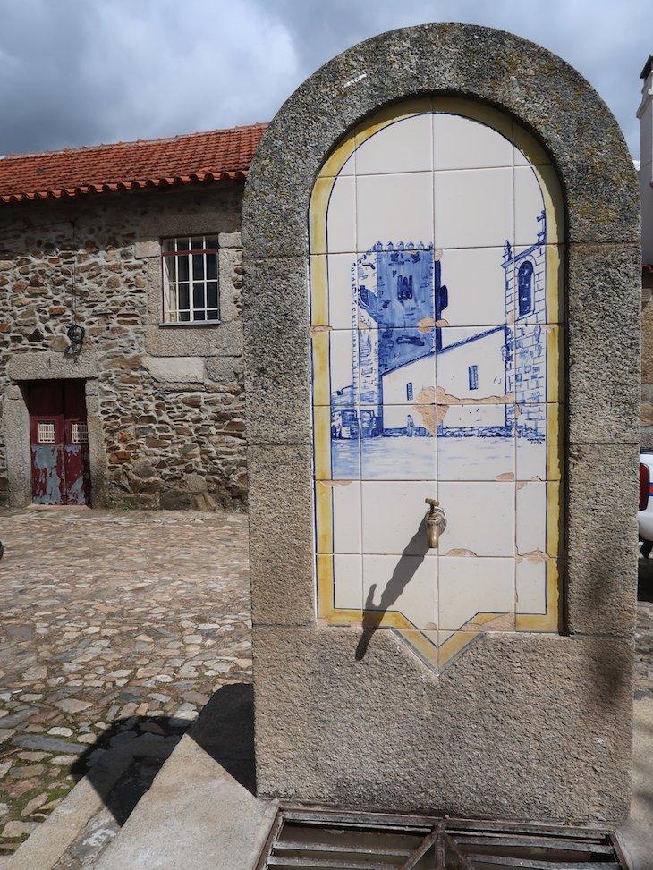 Fonte junto ao Castelo de Sabugal - Portugal © Viaje Comigo
