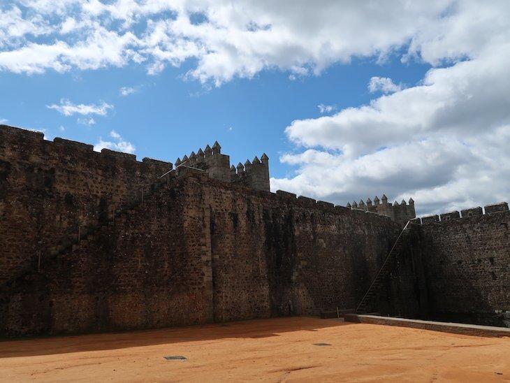 Praça de Armas - Castelo de Sabugal - Portugal © Viaje Comigo