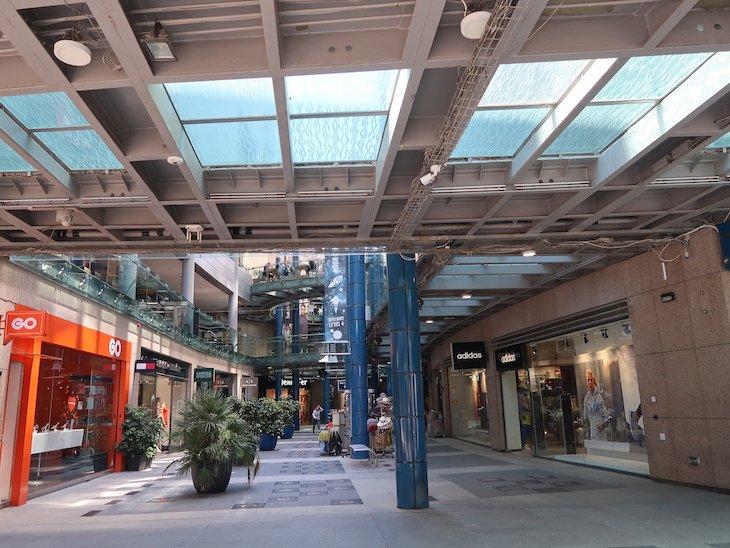 Centro comercial fica a menos de 10 minutos a pé do hotel Marina Hotel Corinthia Beach Resort, Malta © Viaje Comigo