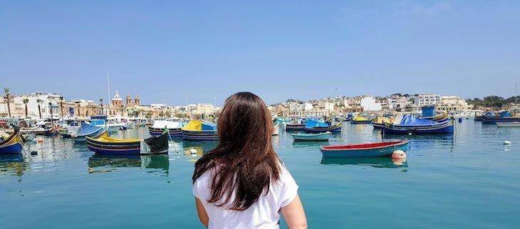 Susana em Marsaxlokk - Malta © Viaje Comigo