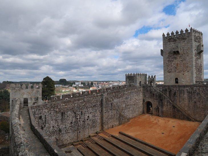 Vista para a Praça de Armas - Castelo de Sabugal - Portugal © Viaje Comigo