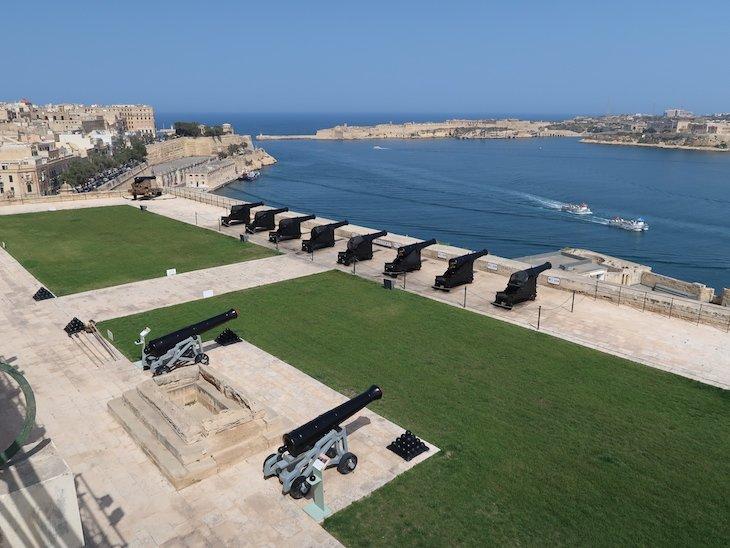 Canhões e vista dos Jardins Barrakka - La Valetta - Malta © Viaje Comigo