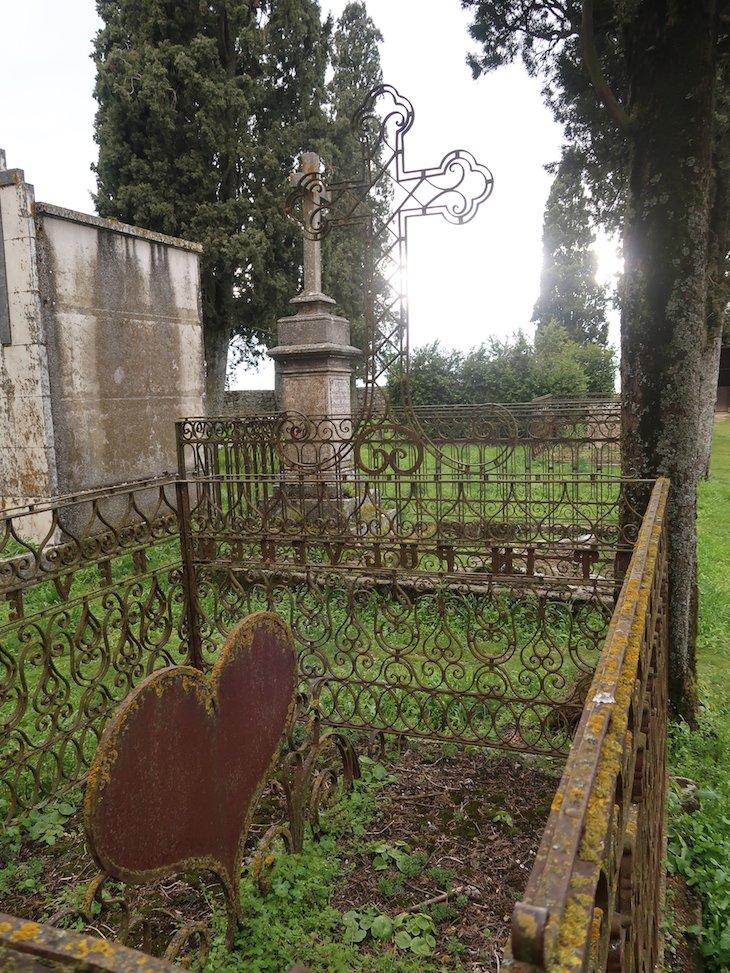 Cemitério antigo - Almeida - Portugal © Viaje Comigo
