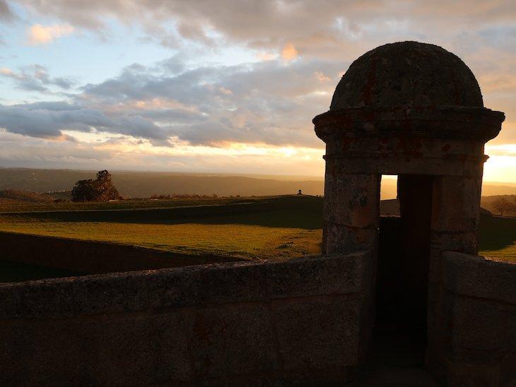 Pôr-do-sol em Almeida - Portugal © Viaje Comigo
