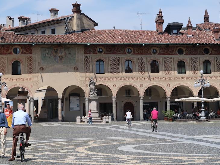Na Piazza Ducale de Vigevano - Itália © Viaje Comigo