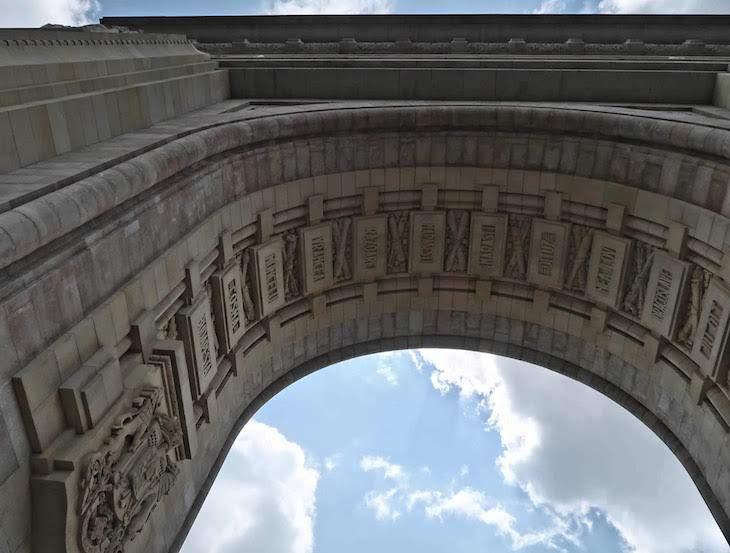 Arco do Triunfo - Bucareste - Roménia © Viaje Comigo