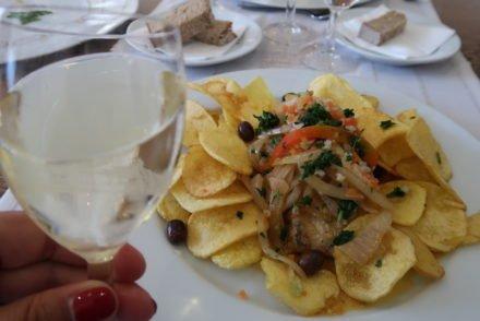 Vinho verde e Bacalhau à Braga © Viaje Comigo