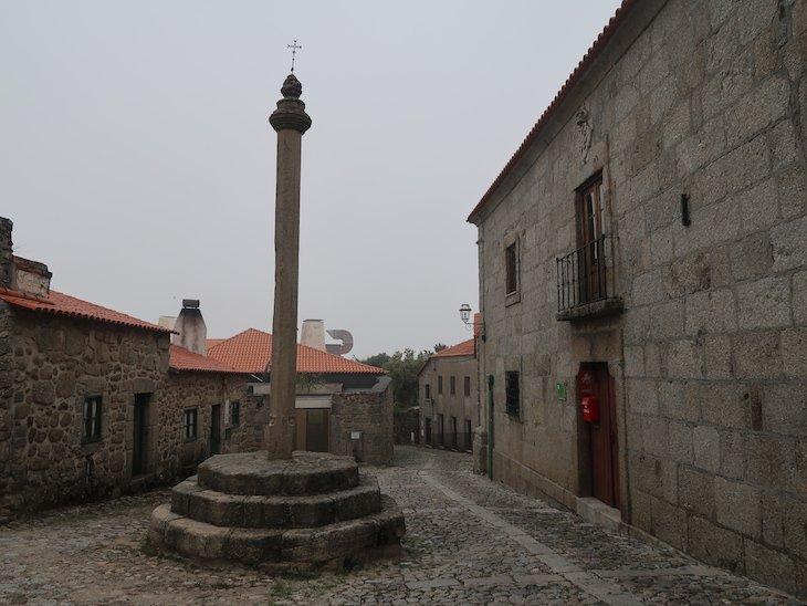 Pelourinho de Linhares da Beira - Portugal © Viaje Comigo