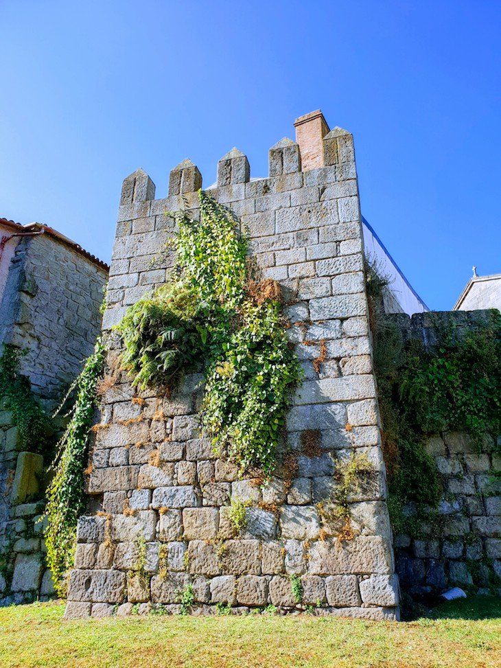 Muralha do século XII - Porto - Portugal © Viaje Comigo