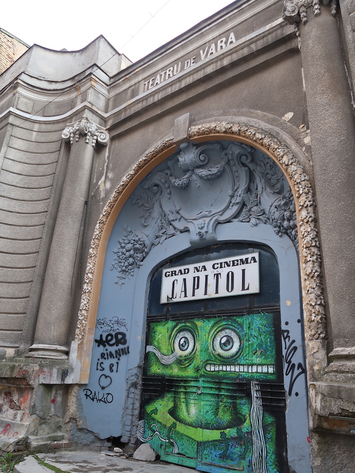 Street Art em Bucareste - Roménia © Viaje Comigo