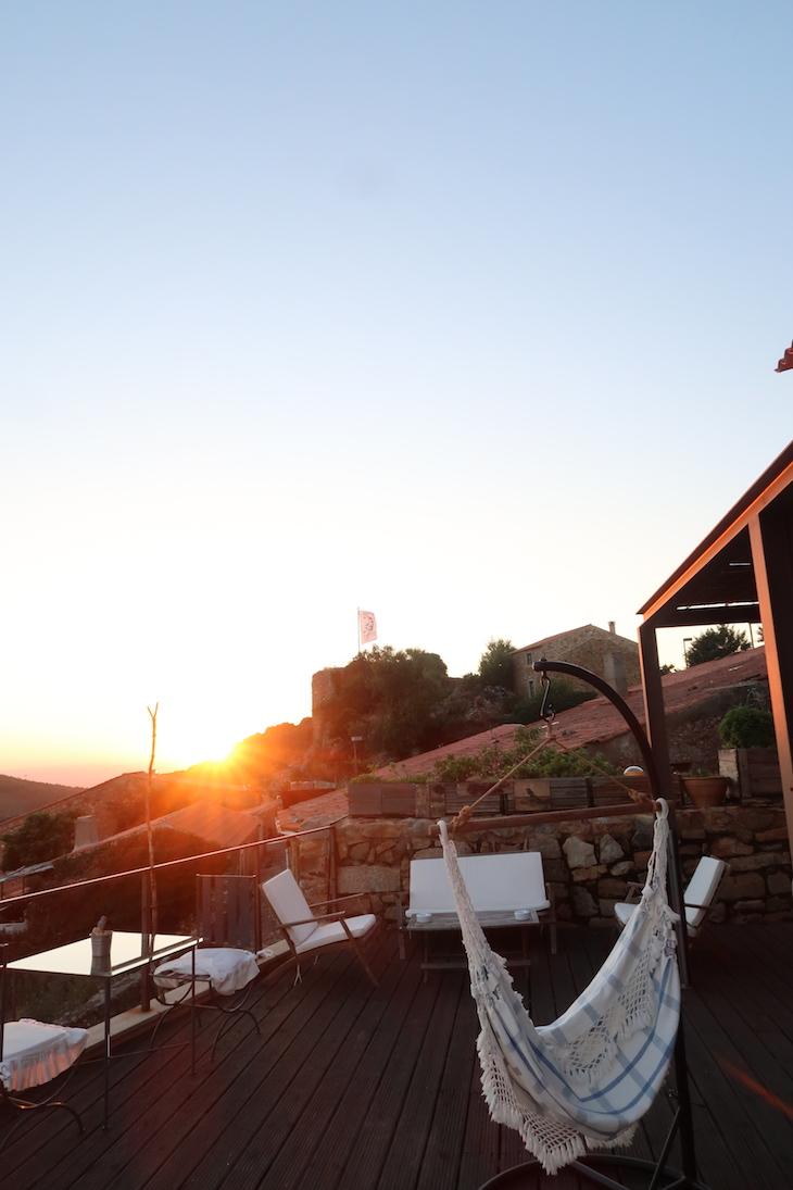 Pôr do sol na Casa da Cisterna - Castelo Rodrigo - Portugal © Viaje Comigo