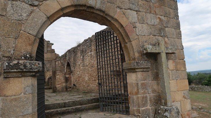 Igreja de Santa Maria do Castelo - Castelo Mendo - Portugal © Viaje Comigo