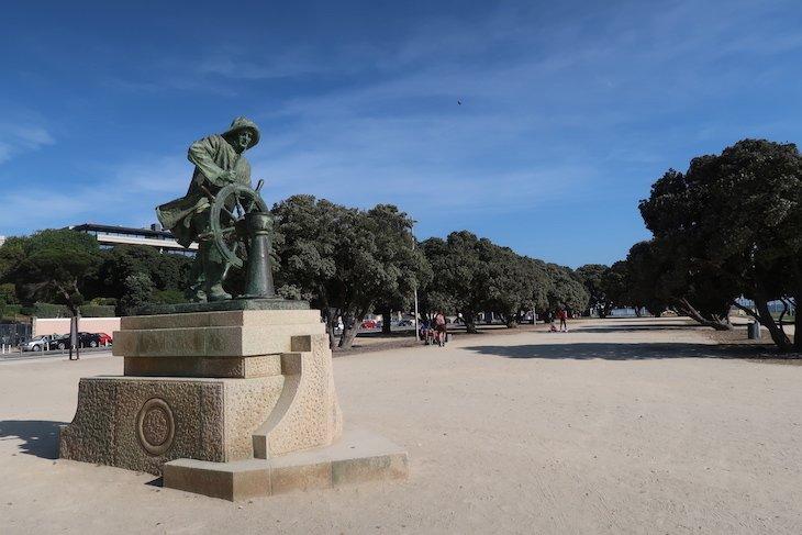 Estátua do Homem do Leme - Porto, Portugal @ Viaje Comigo