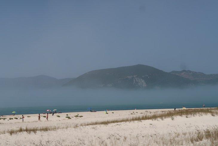 Nevoeiro visto de Tróia, Portugal © Viaje Comigo