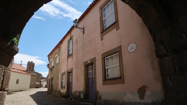 Rua Direita em Castelo Mendo - Portugal © Viaje Comigo