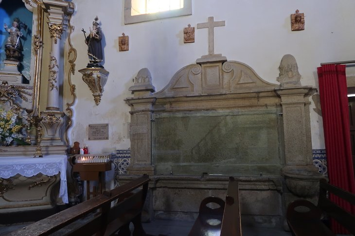Túmulo de Bandarra na Igreja de S. Pedro - Trancoso - Portugal © Viaje Comigo