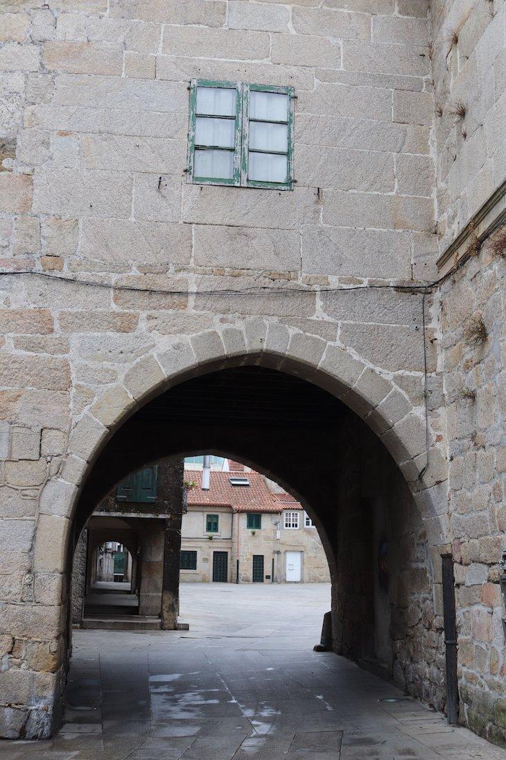 Arco que vai dar ao Pazo de Mugartegui - Centro Histórico de Pontevedra © Viaje Comigo
