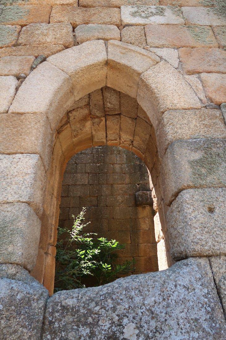 Janela da Torre dos Templários - Aldeia Histórica de Idanha-a-Velha - Portugal © Viaje Comigo
