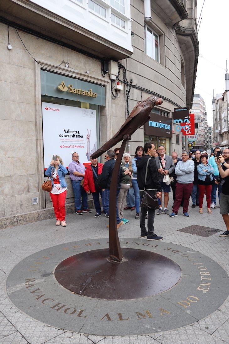 Estátua do papagaio Ravachol - Centro Histórico de Pontevedra © Viaje Comigo