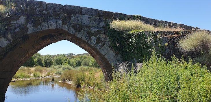 Ponte de origem romana - Aldeia Histórica de Idanha-a-Velha. Portugal © Viaje Comigo