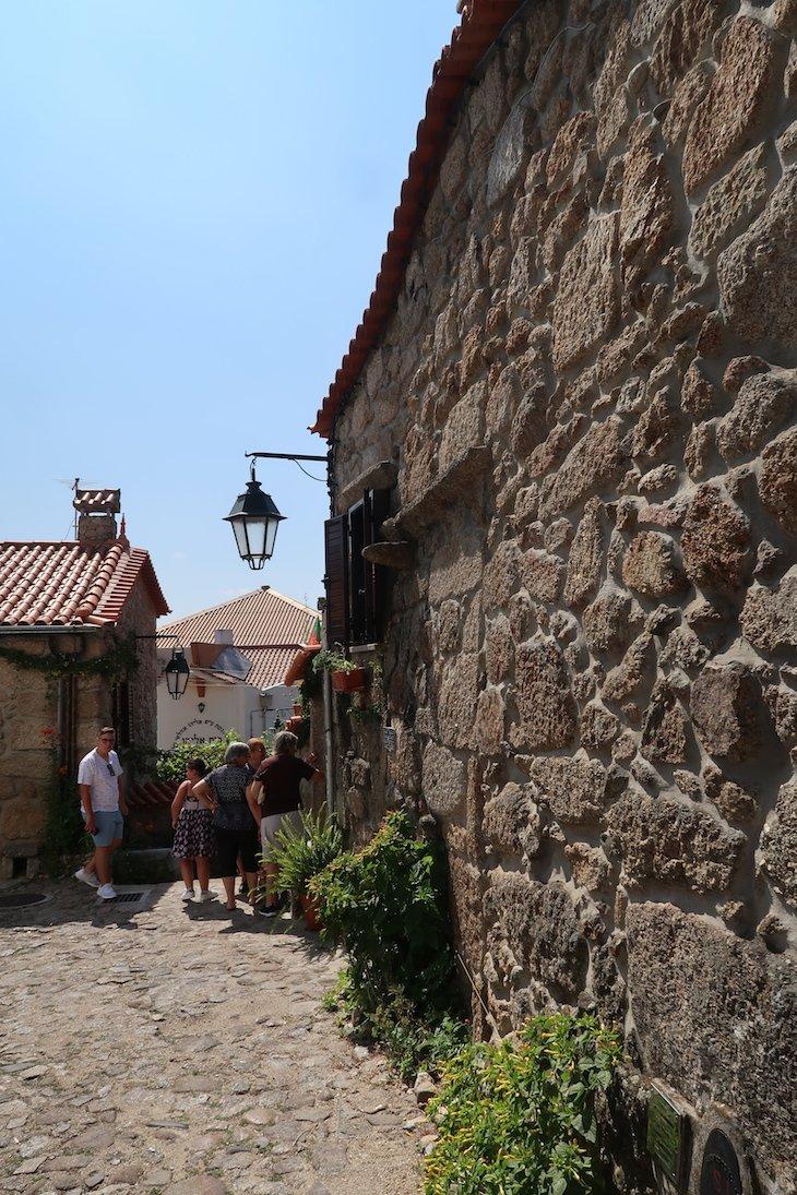 Ruas de Belmonte - Aldeias Históricas Portugal © Viaje Comigo