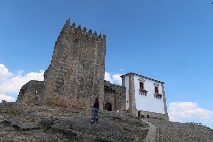 Susana no Castelo Belmonte, Aldeia Histórica de Portugal © Viaje Comigo