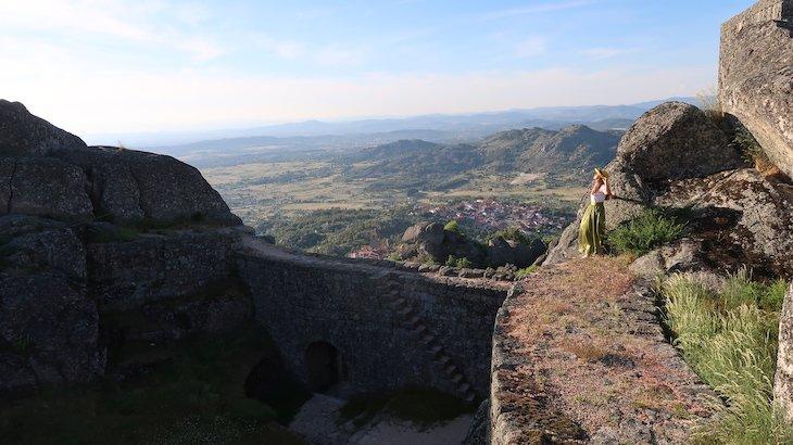 Susana Ribeiro no Castelo de Monsanto - Aldeia Histórica de Portugal © Viaje Comigo