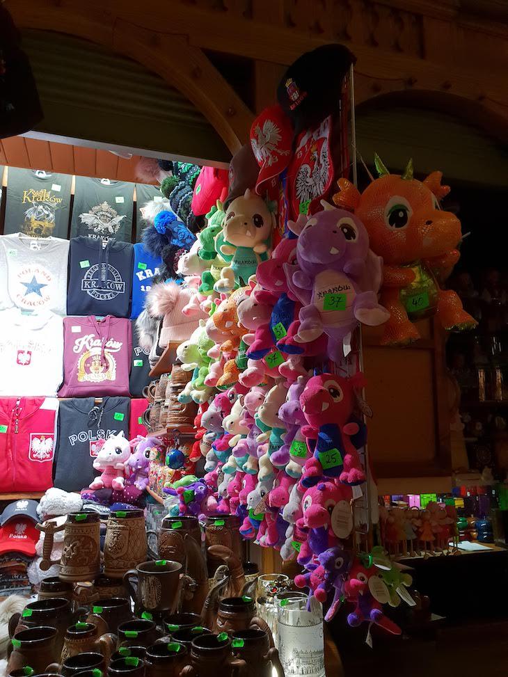 Dragão de peluche - Mercado dos Tecidos - Cracóvia, Polónia © Viaje Comigo