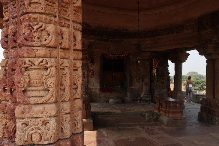 Templo junto do Poço Chand Baori - Abhaneri - Índia © Viaje Comigo