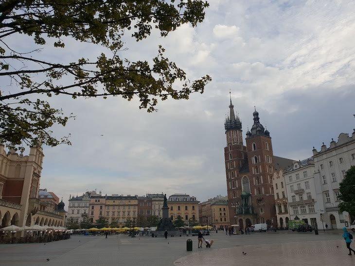 Praça do Mercado e Igreja Santa Maria - Cracóvia - Polónia © Viaje Comigo