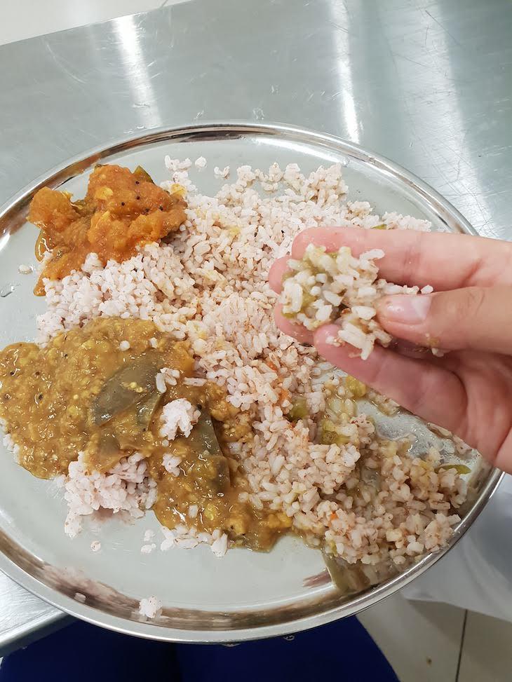 Aprender a comer com as mãos em Kataragama, Sri Lanka © Viaje Comigo