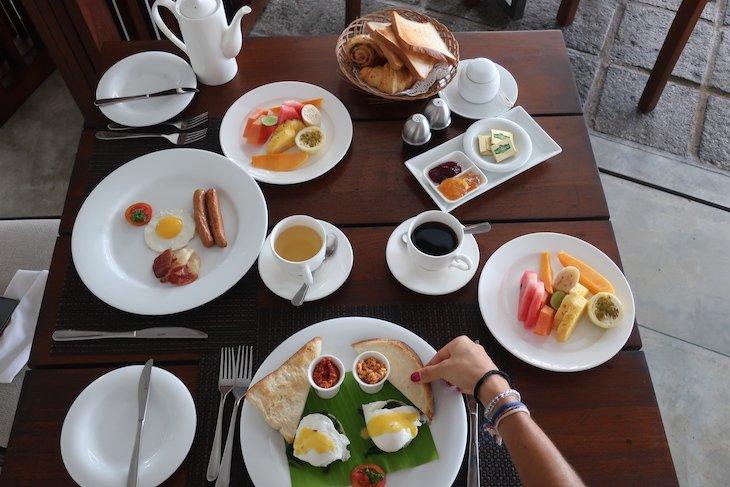 Comida no Ubuntu Beach Villas Hotel - Sri Lanka © Viaje Comigo