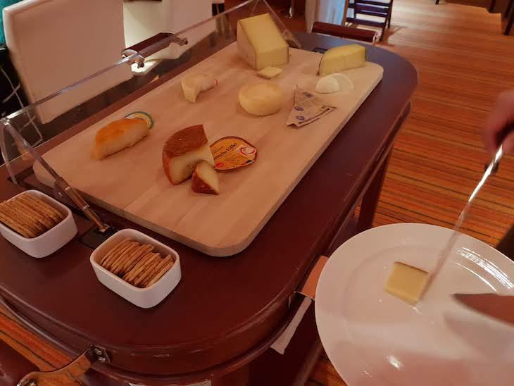 Carrinho com queijos - Restaurante Egoísta - Póvoa de Varzim © Viaje Comigo