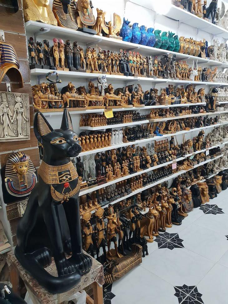 Dentro Loja de pedra em Luxor - Egito © Viaje Comigo