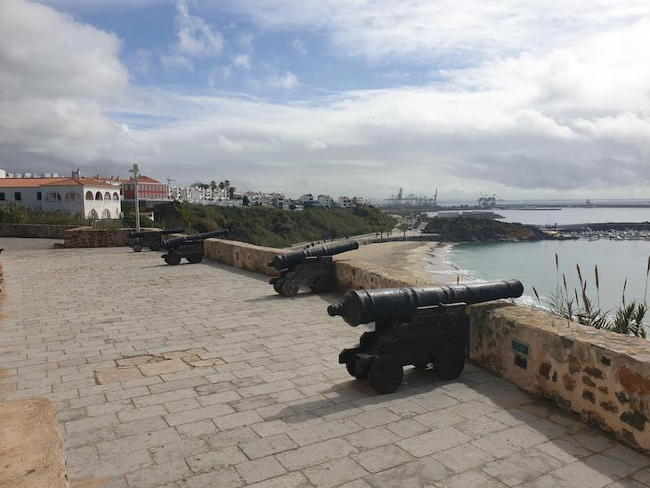 Canhões no Forte de Sines - Portugal © Viaje Comigo