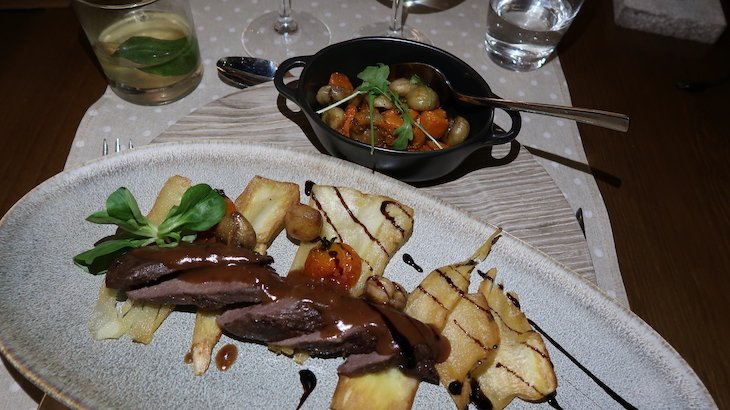 Prato de carne no Puralã - Wool Valley Hotel & Spa - Covilhã, Portugal © Viaje Comigo
