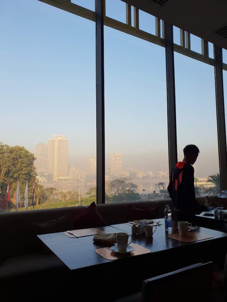 Vista do restaurante do Conrad Cairo Hotel & Casino - Egito © Viaje Comigo
