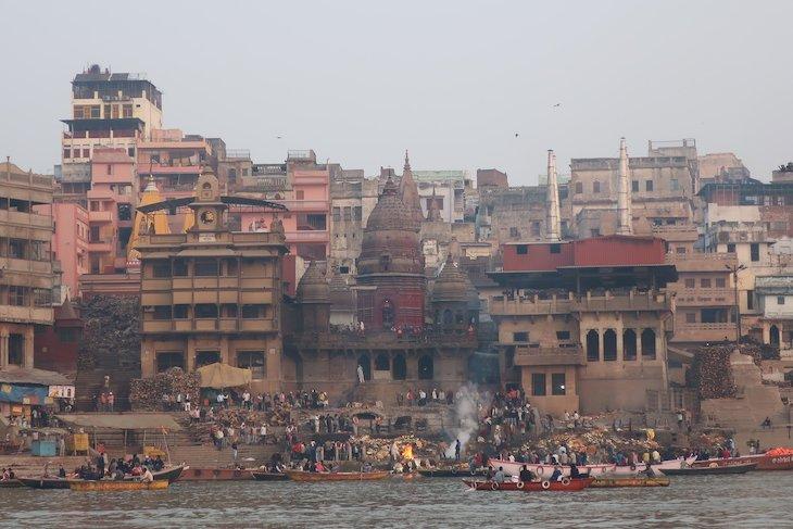 Cremação junto do rio Ganges - Varanasi - Índia © Viaje Comigo