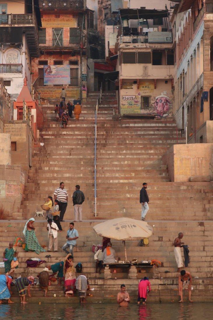 Escadas junto do rio Ganges - Varanasi - Índia © Viaje Comigo